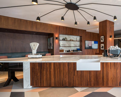 Neolith's waterproof properties, scratch resistance and seamless joints meant it was a natural choice for where food and drink were to be prepared, displayed and consumed on a daily basis.