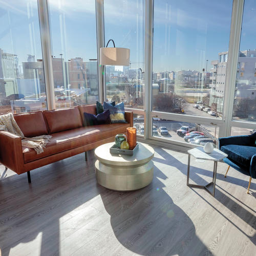 With cascading windows gleaming throughout, the apartments grant its guests views of downtown.
