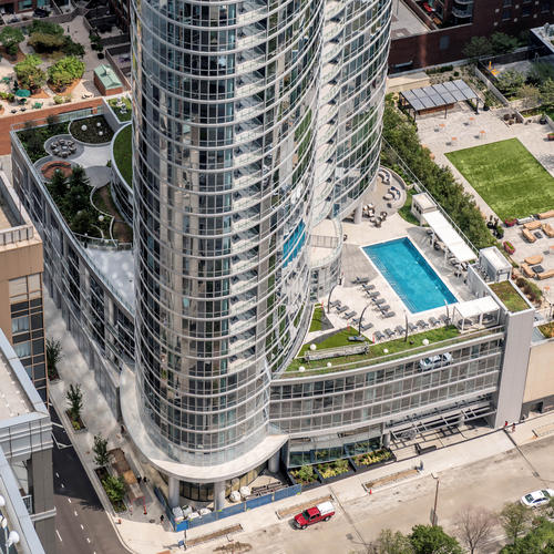 12,000 sq. ft. of EFCO's curved 5600 curtainwall creates an elegant 32-story high-rise for Chicago's 465 North Park Apartments.